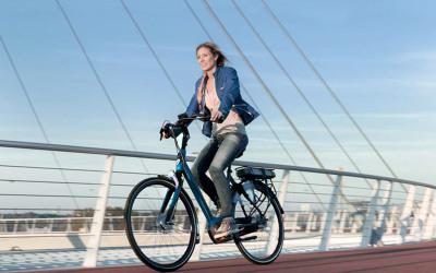 fietsabonnement-fietster-op-brug